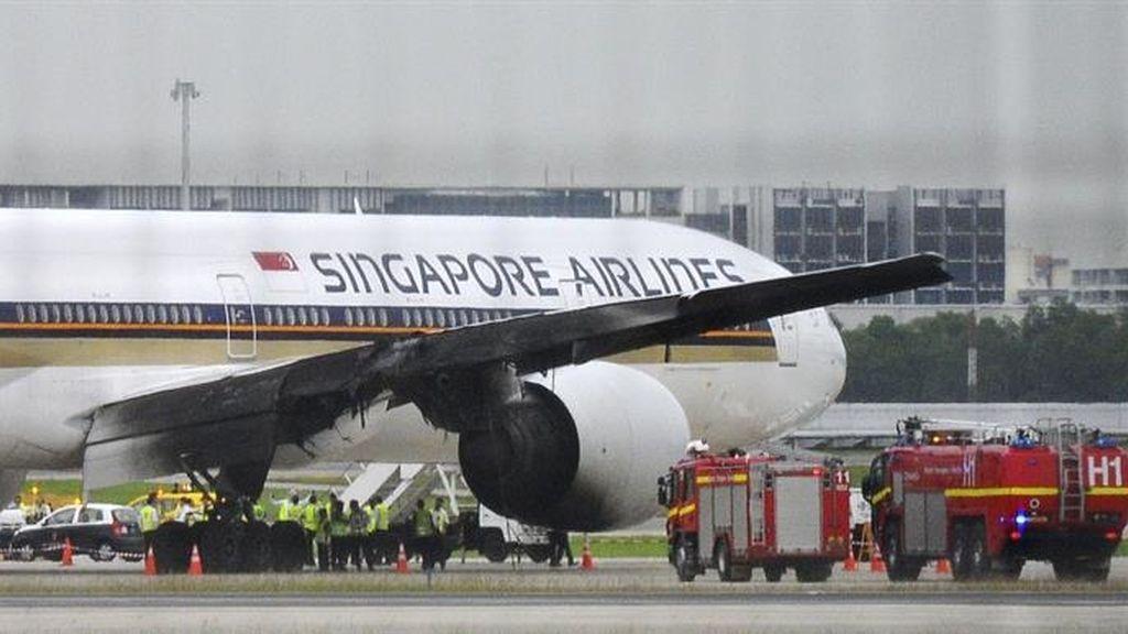 Un avión se incendia en Singapur al aterrizar de emergencia