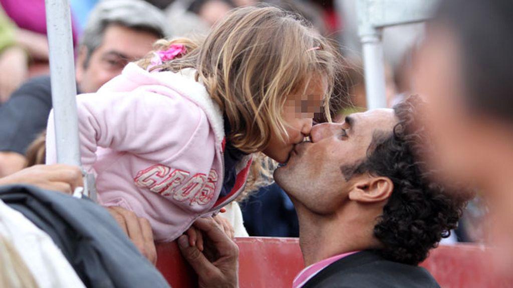 El torero Oscar Higares y su hija India