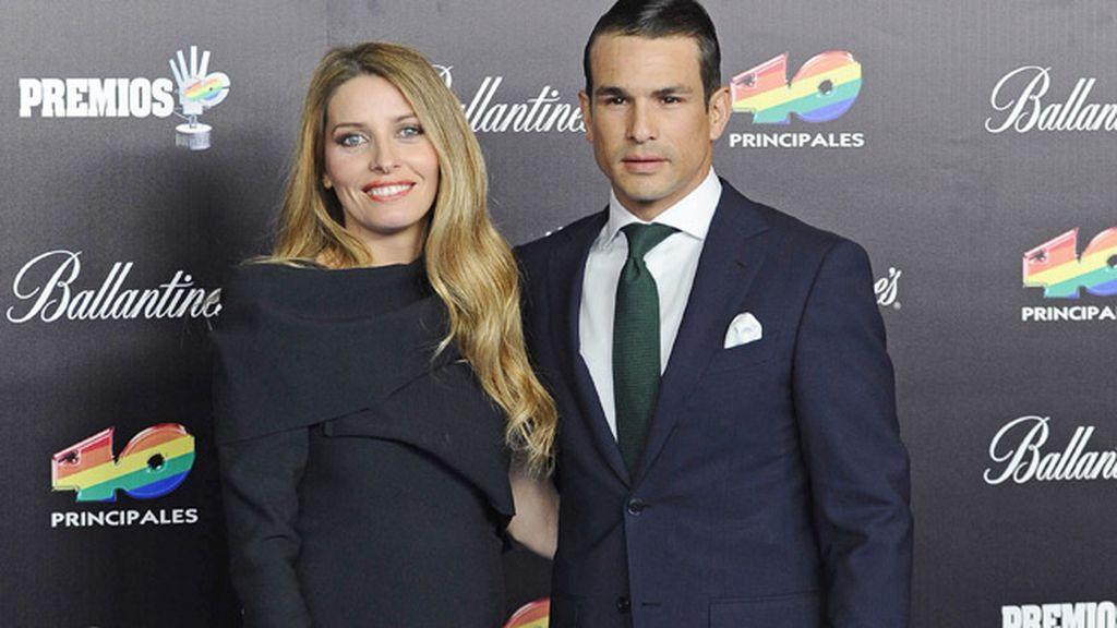 José Mari Manzanares (impecable) con su mujer, Rocío Escalona