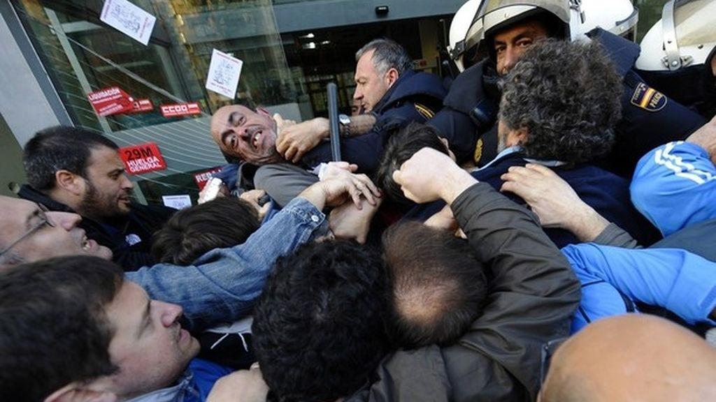 Bronca entre piquetes y policías en Santander