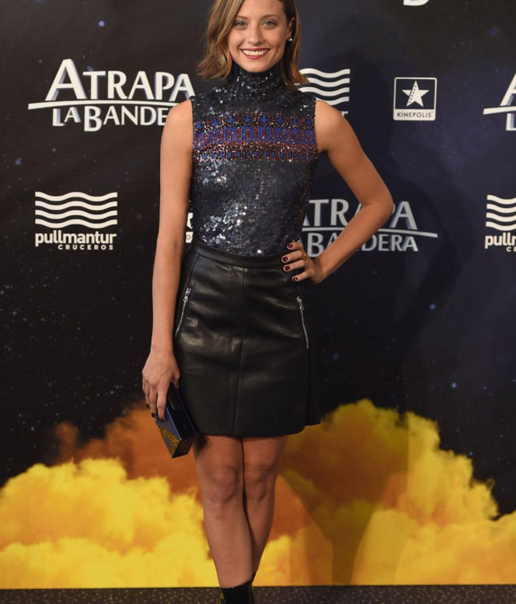 Michelle Jenner, que pone voz al film, con un dos piezas de lentejuelas y cuero
