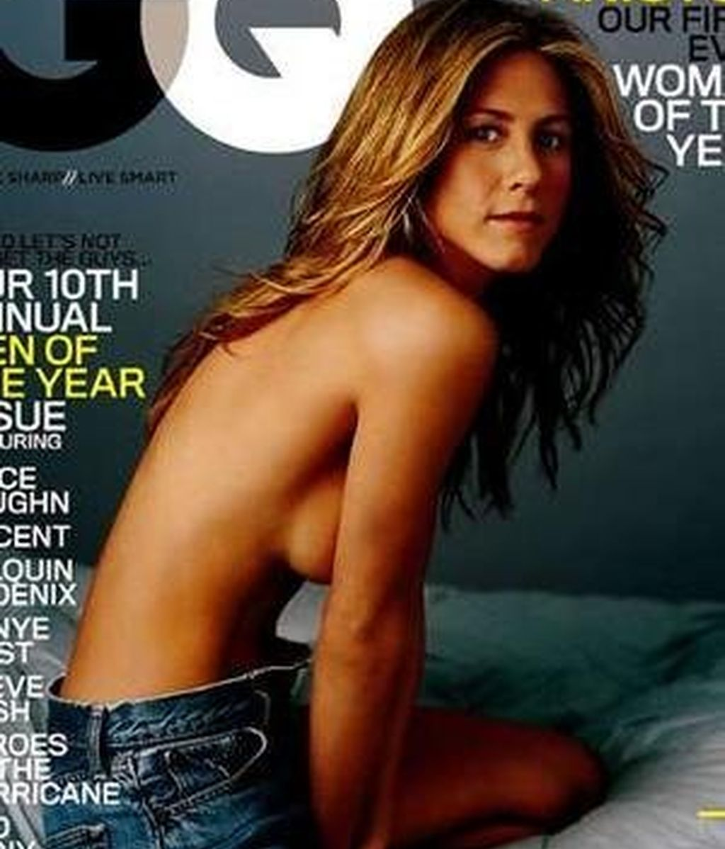 Jennifer vuelve a posar en topless sin enseñar nada