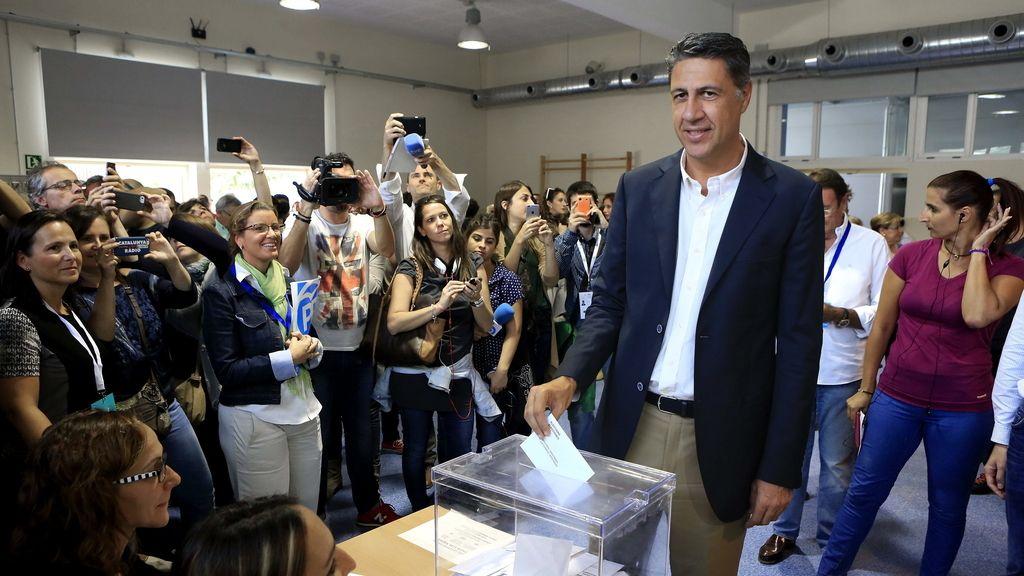 """Albiol vota """"esperanzado"""" por la alta participación y las colas en el área metropolitana"""