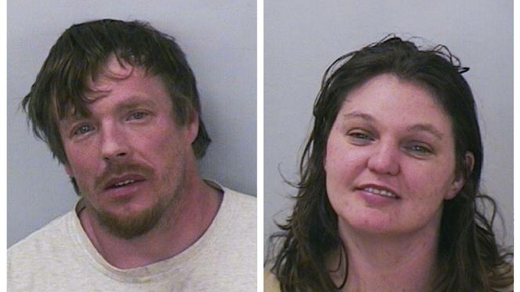 Una pareja deja que su hija de nueve años conduzca porque iban borrachos
