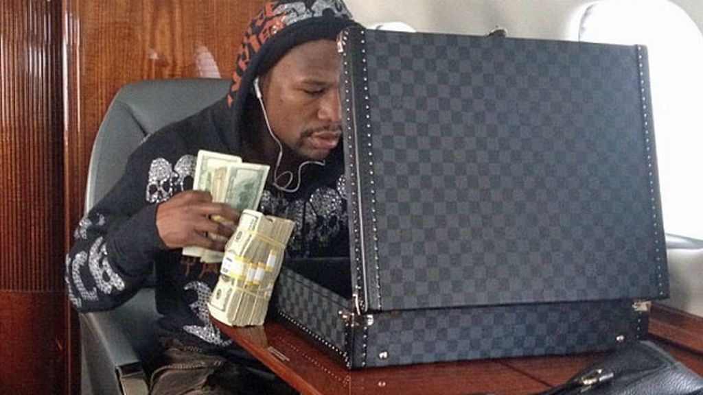 El boxeador americano gana 105 millones de dólares al año