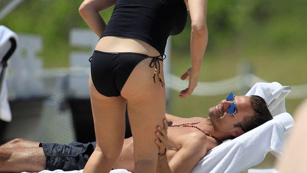 Marta Sánchez y Hugo Castejón, besos en Miami
