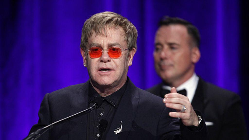 Elton Jonh acusa a Vladimir Putin de legalizar la homofobia