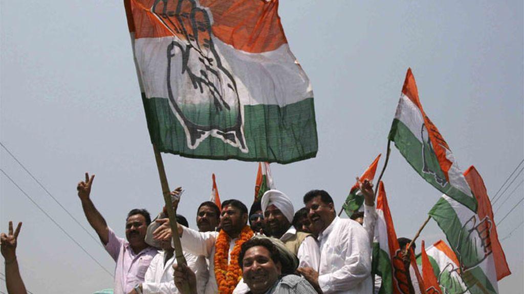 Celebrando la victoria del Partido del Congreso, en India