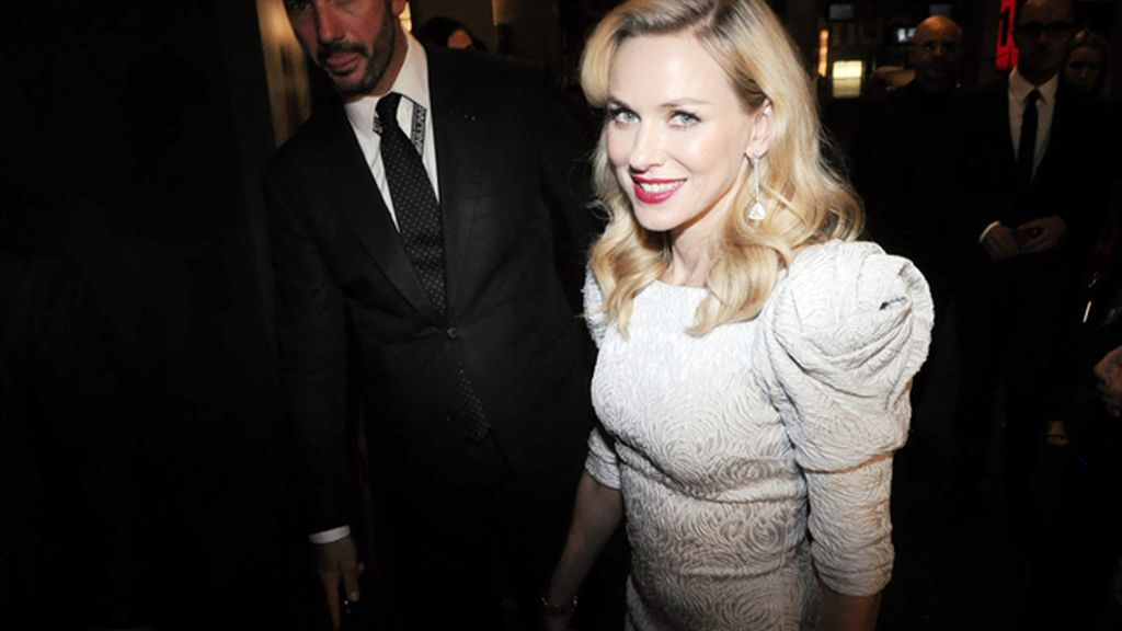 Naomi Watts derrochó todo el glamour de Hollywood enfundada en un impecable Marchesa