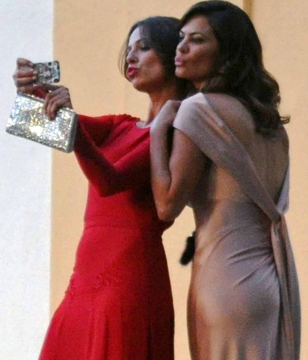 El 'selfie' de Eva González y María José Suárez