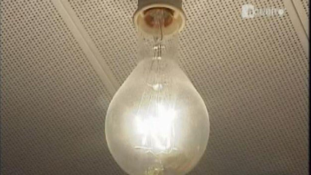 El Gobierno sube el precio de la luz un 9,8 por ciento y del gas un 3,9