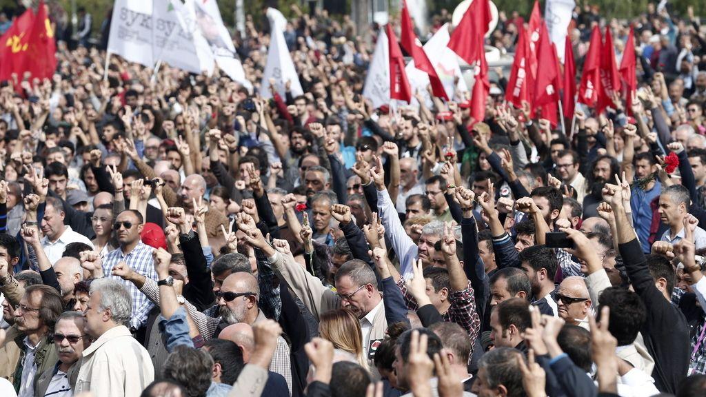 Miles de personas se manifiestan en Ankara con gritos contra el Gobierno