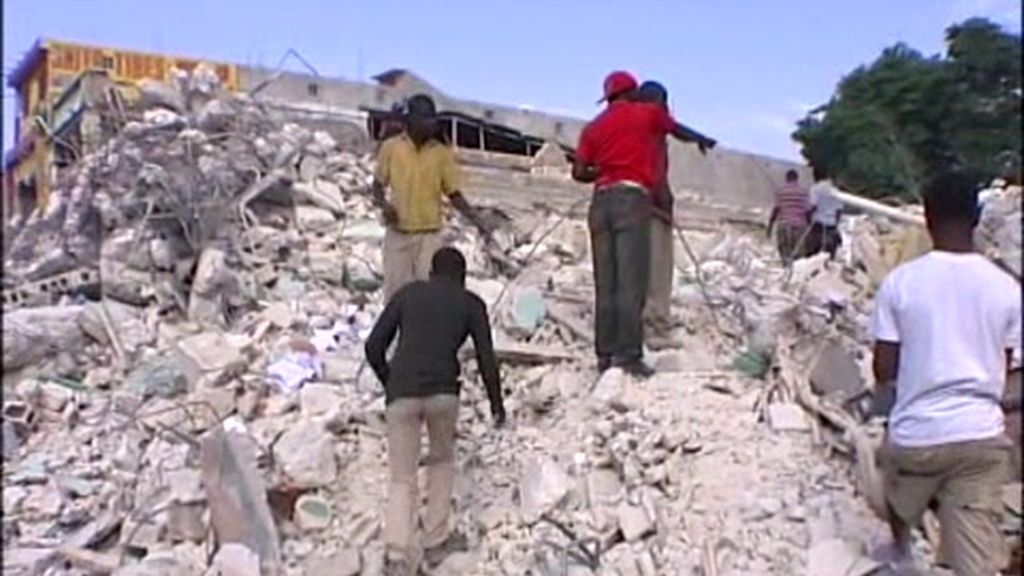 Haití busca esperanza entre los escombros