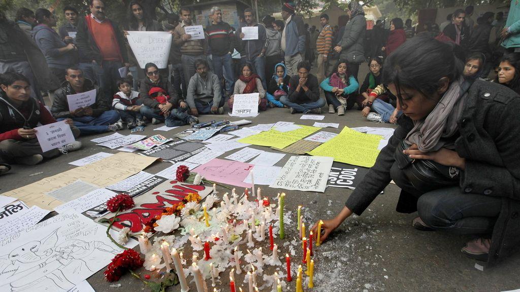 India, joven violada y apaleada. Foto: EFE