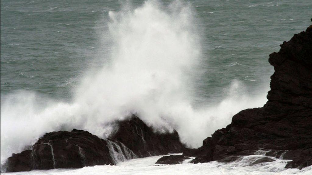 Una quincena de provincias estará hoy en alerta por oleaje, viento, lluvia y nieve