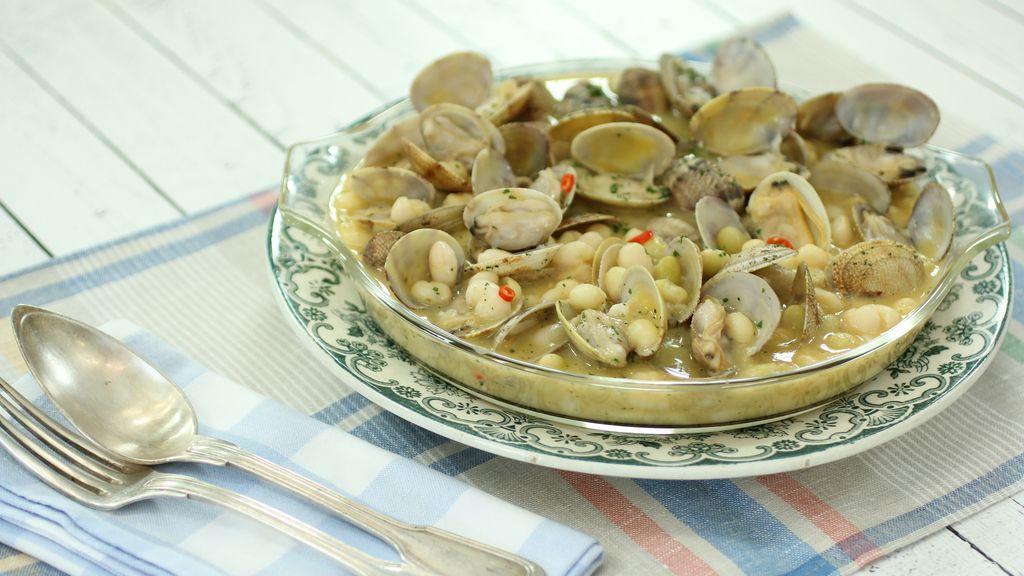Alubias pochas con almejillas