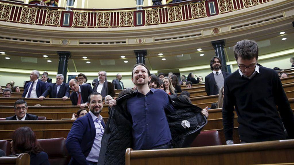Pablo Iglesias ocupa su escaño