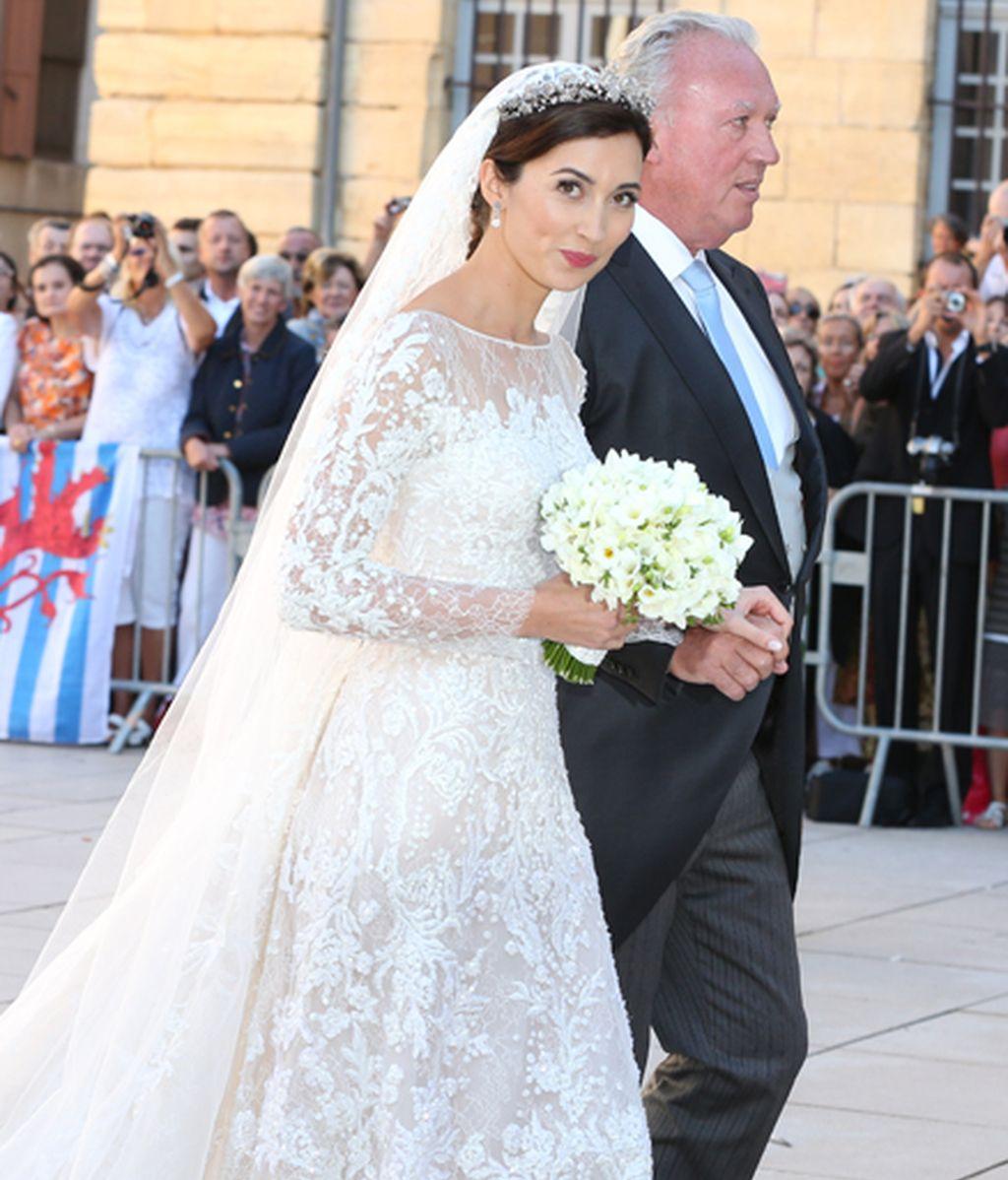 La novia entra a la Iglesia con su padre