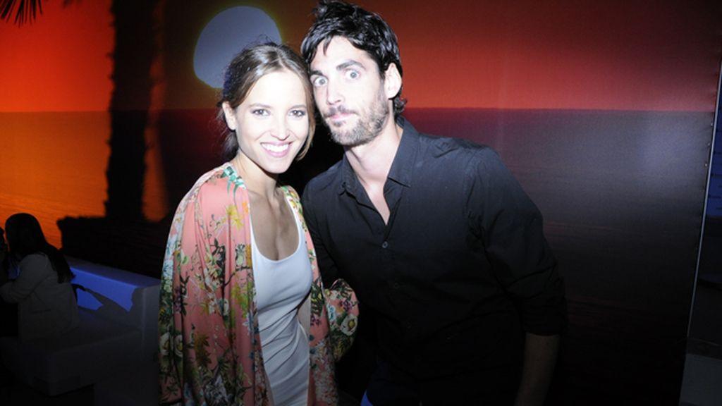 Ana Fernández junto a su novio Santi Trancho