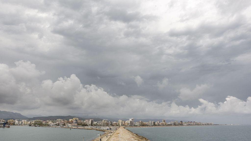 Agosto comienza con nueve provincias en alerta por lluvias, tormentas y rissagas