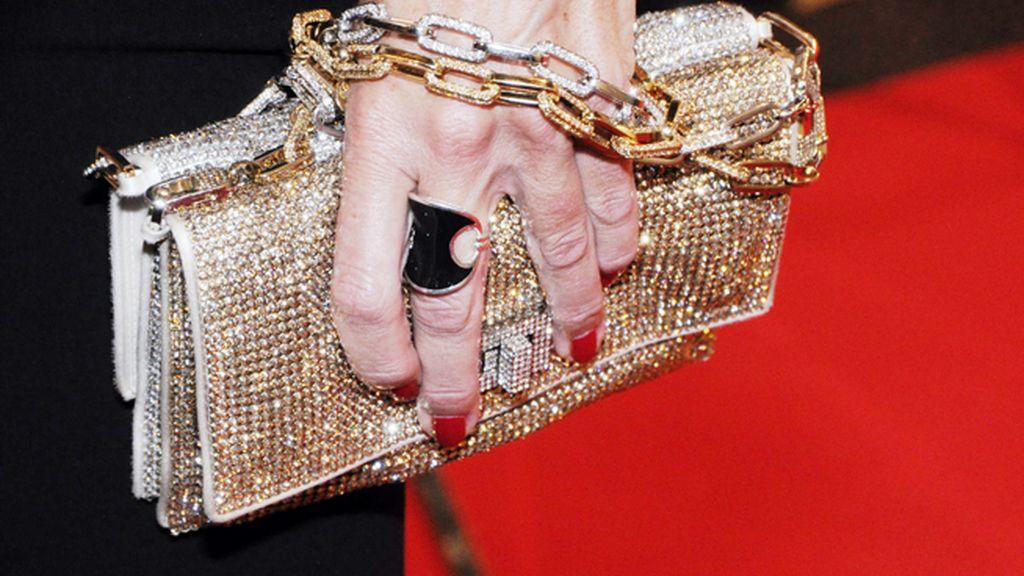 Belén Rueda completó su look con un glamouroso bolso