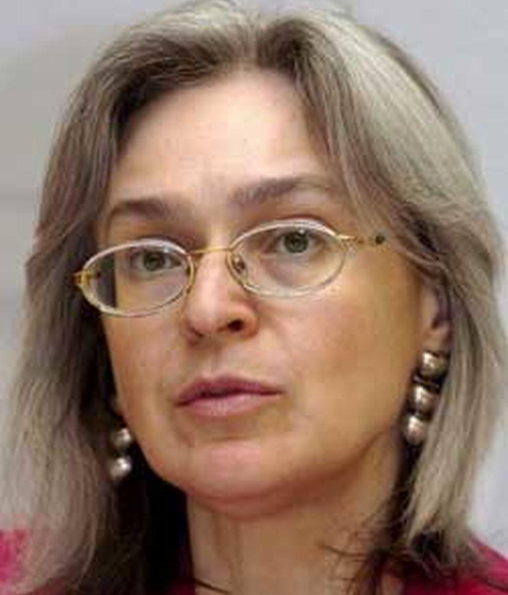 Anna Politkóvskaya fue una de las voces más críticas con el Kremlim y su asesinato fue prepetrado el día en el que Putin cumple años. FOTO: EFE