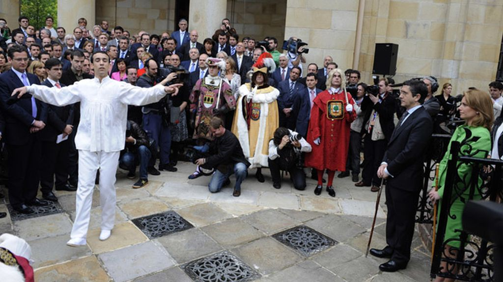 Patxi López durante el acto posterior a su juramento como Lehendakari