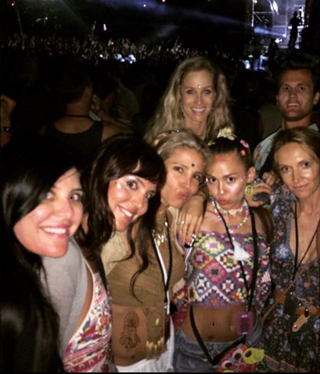 Miley Cyrus con Elsa Pataky