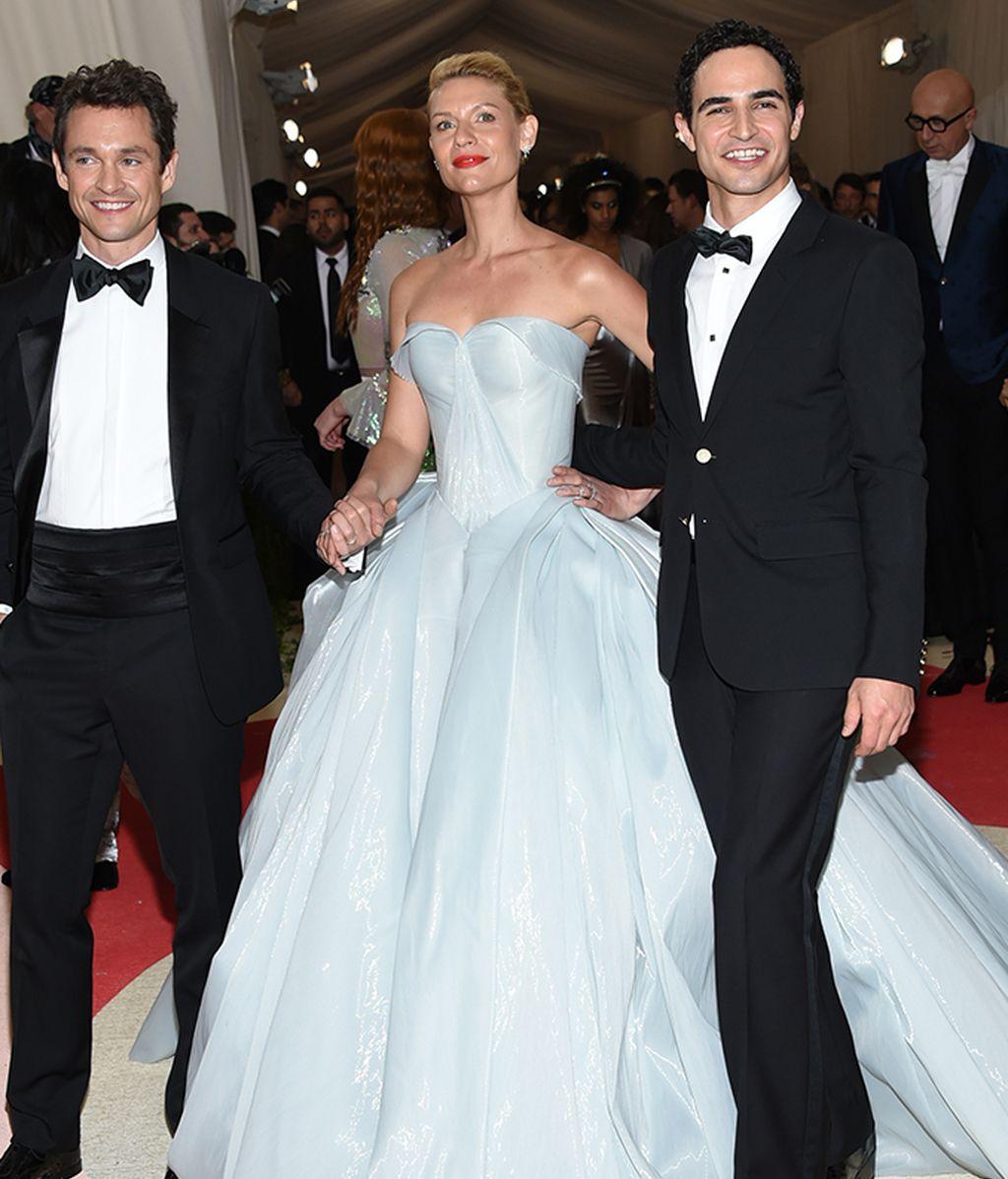 Clare Danes con Hugh Dancy y Zac Posen, el diseñador de su vestido