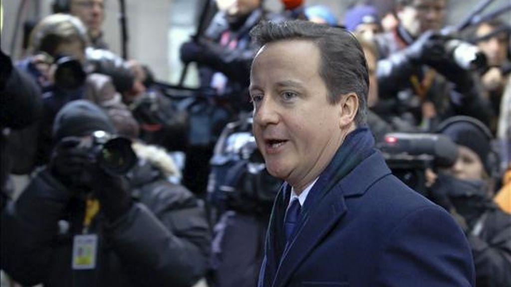 El primer ministro británico, David Cameron, a su llegada el pasado 17 de diciembre a la segunda jornada de la cumbre de líderes de la Unión Europea que se celebra en Bruselas (Bélgca). EFE/Archivo