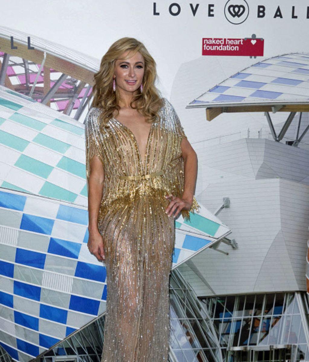 Paris Hilton con un look muy sensual de Labourjoisie