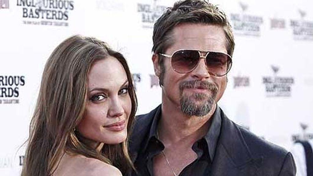 Brad y Angelina se alojan en un hotel de California. Foto: AP