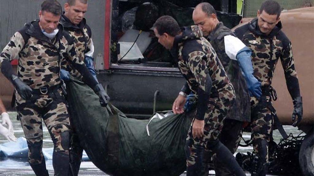 Brasil recupera más cadáveres