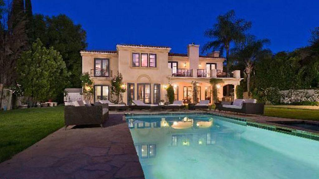 Así es la casa en California que vende Tori Spelling