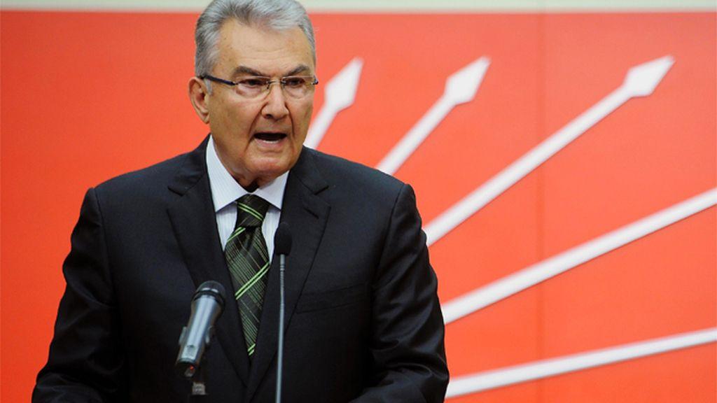 El líder del Partido Republicano del Pueblo (CHP), Deniz Baykal