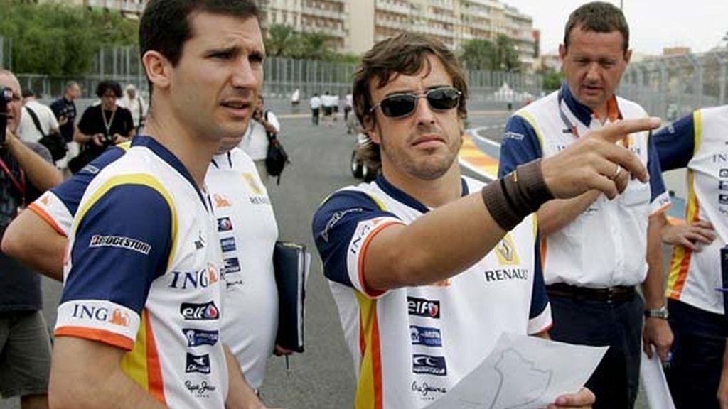 Alonso analiza el circuito de Valencia