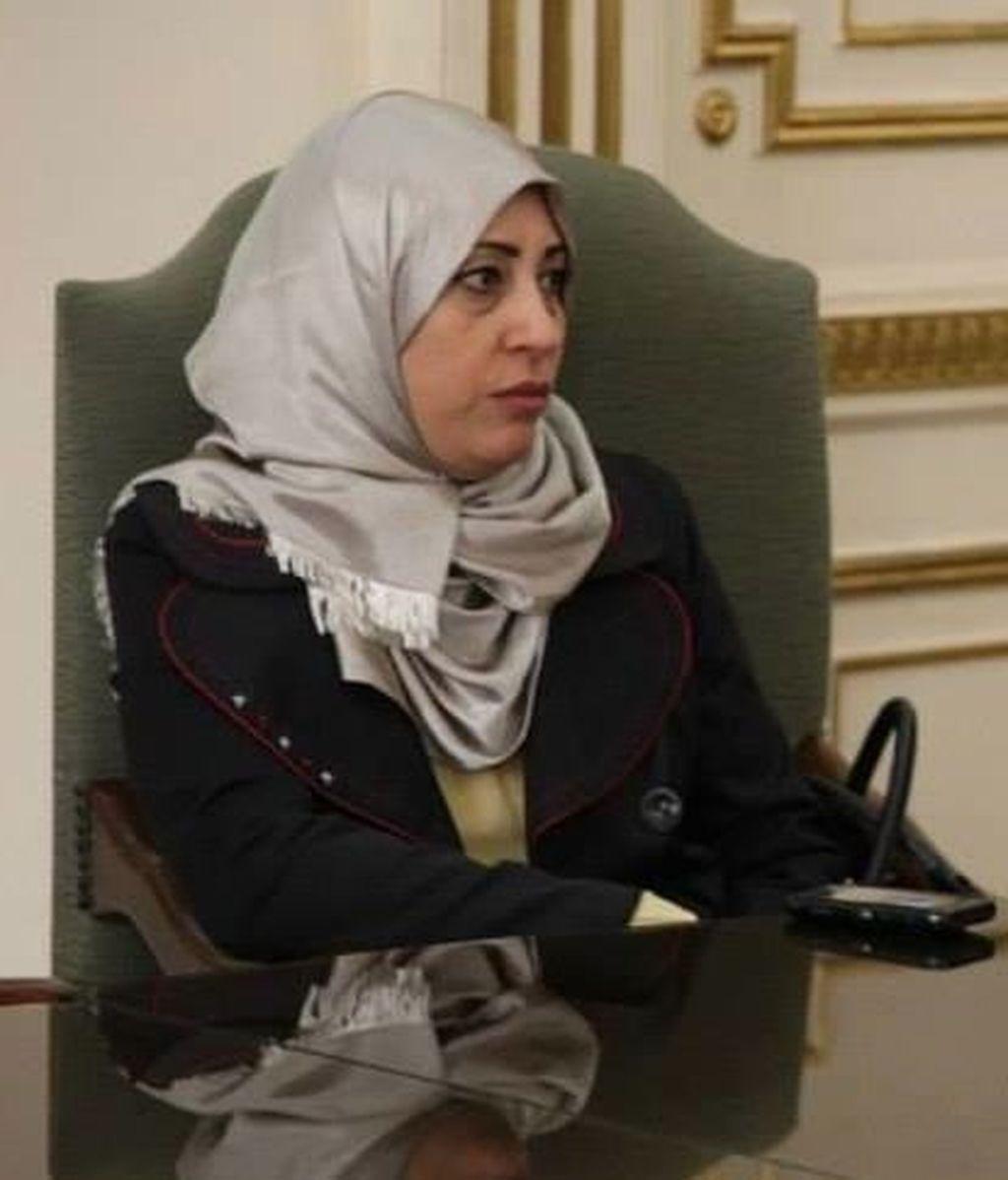 Soad Sultan, congresista libia detenida por llevar una granada de mano en el bolso
