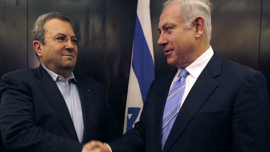 El líder del Likud, Benjamín Netanyahu, y el líder del partido laborista y ministro de Defensa, Ehud Barak