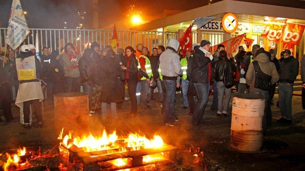 Nueva jornada de huelga en Francia con dificultades en el transporte y en las gasolineras.
