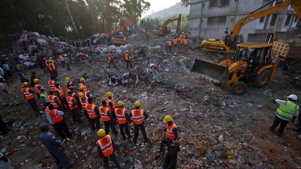 Derrumbe de un edificio en Bombay con decenas de muertos
