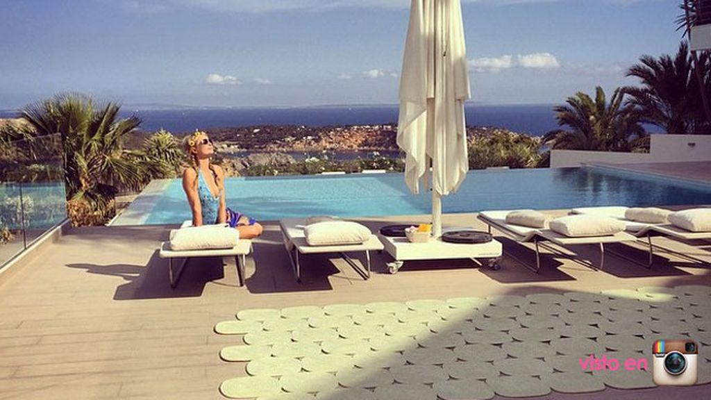 Paris Hilton, glamour y relax around the world