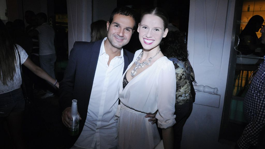 Iván Calvo y Manuela Vellés, con un precioso collar de Swarovski y vestido de Hoss Intropia