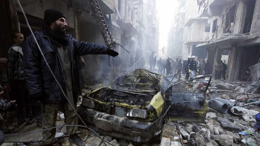 Ataque aéreo en Alepo deja unos 80 muertos