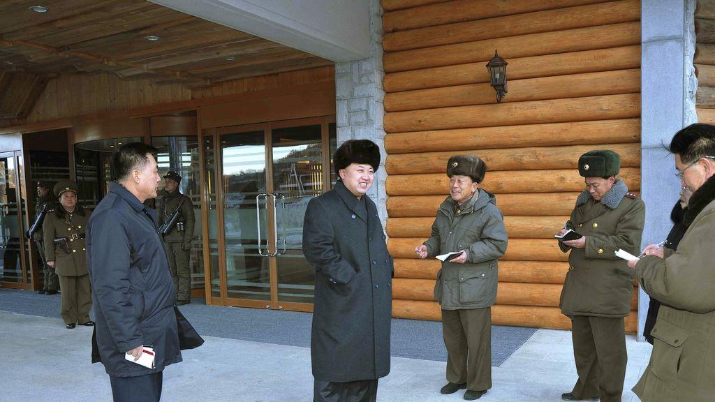 Kim Jong Un visita las obras de la primera estación de esquí del país