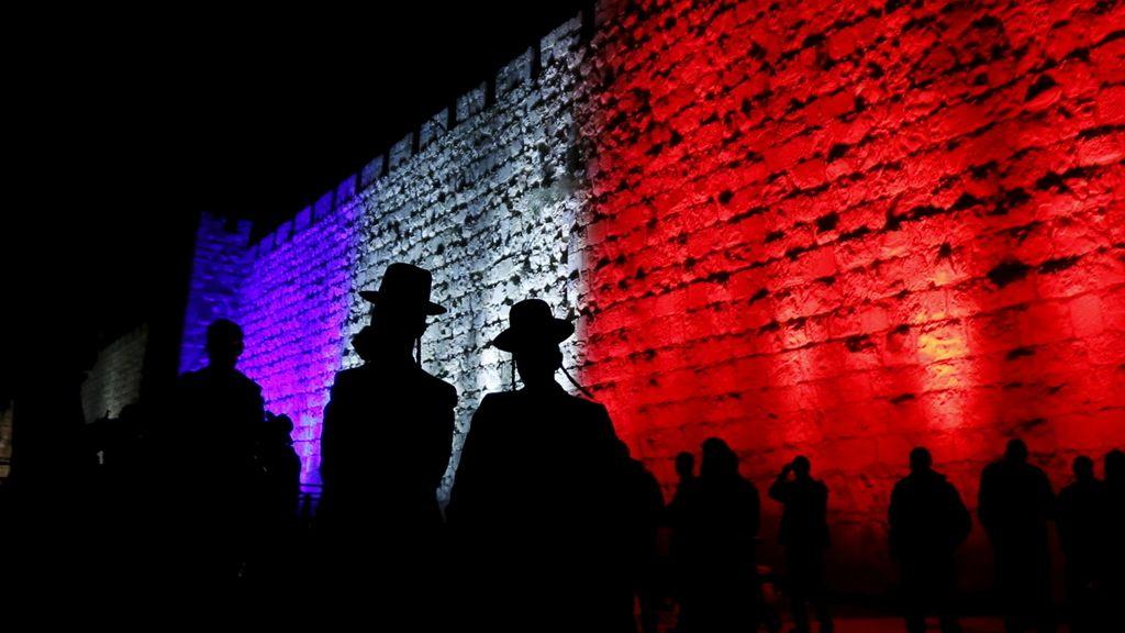 Jerusalén iluminada en los colores de la bandera francesa