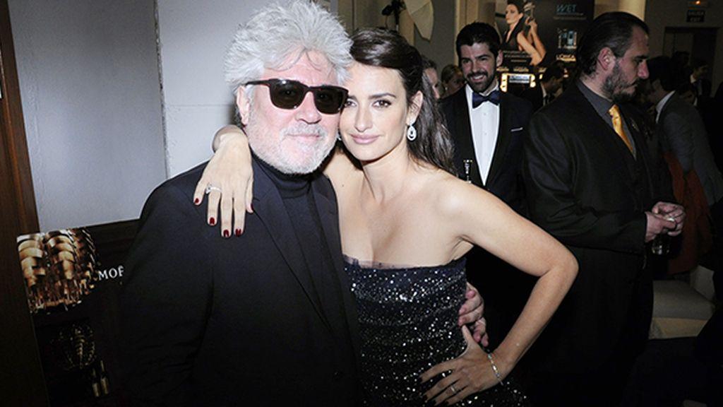 Pedro Almodóvar y Penélope Cruz, más que bella con su vestido de Óscar de la Renta