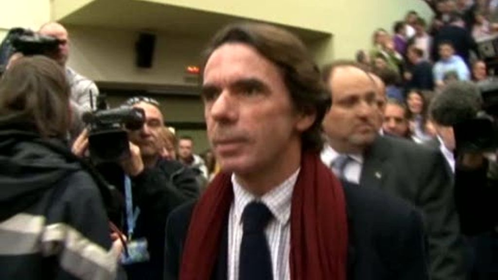 Aznar 'responde' a los estudiantes