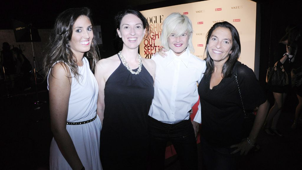 Andrea, Sandra y Adela junto a Ana Bueno disfrutando de la Fashion Night Out