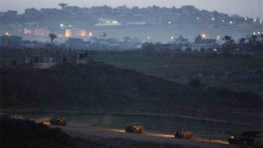 El Ejército israelí ultima los preparativos para la tercera fase de la Operación Plomo Fundido. Foto: AP.