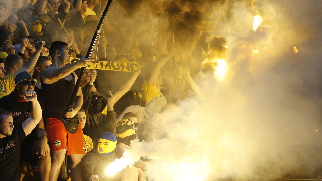 Ultras del Borussia Dortmund en la final de Copa